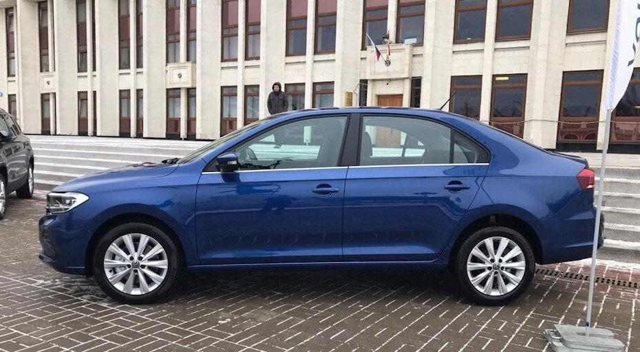 Фото машины Фольксваген Поло (VW Polo) в синем цвете
