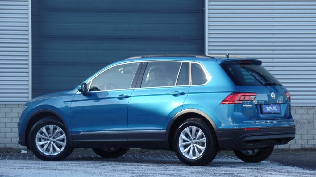 Фото нового Фольксваген Тигуан (VW Tiguan) синего цвета