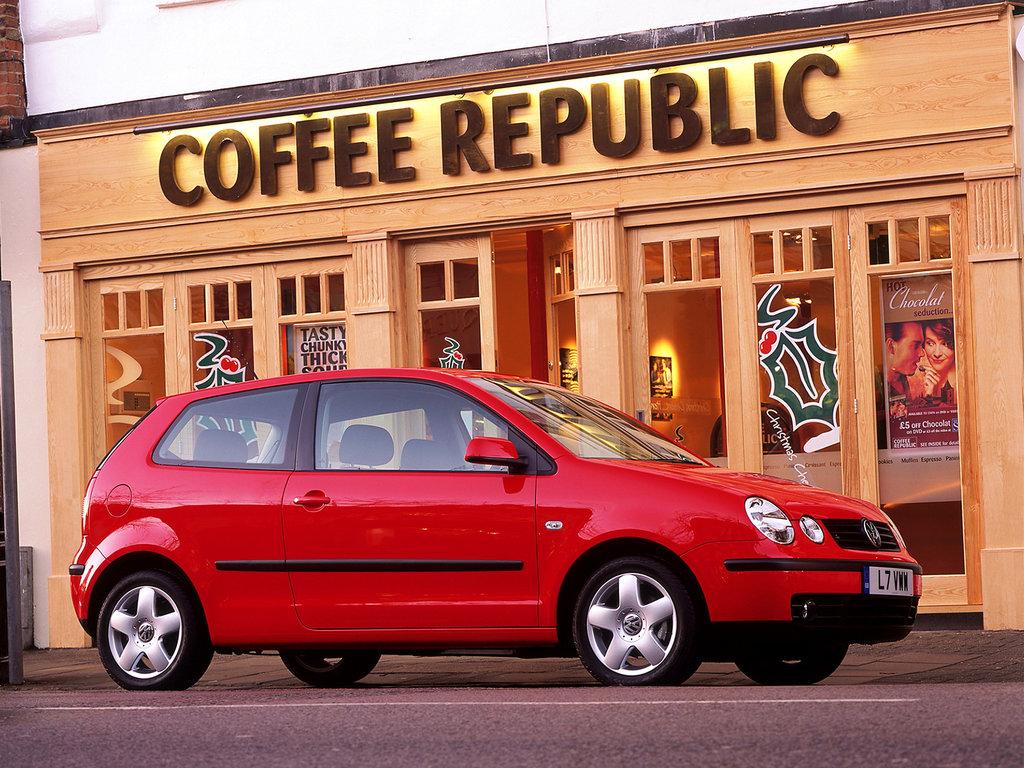 Красный VW Polo IV