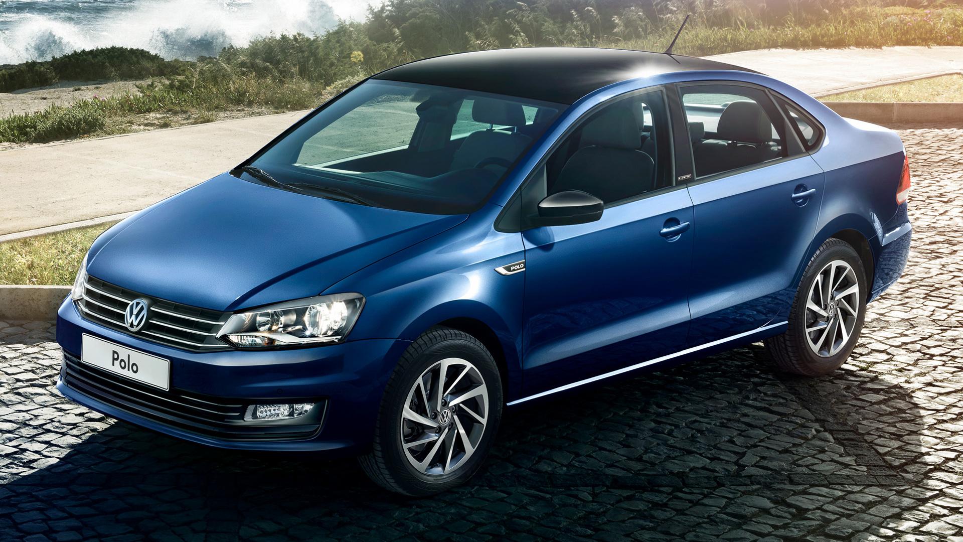 Синий Volkswagen Polo Life 2017