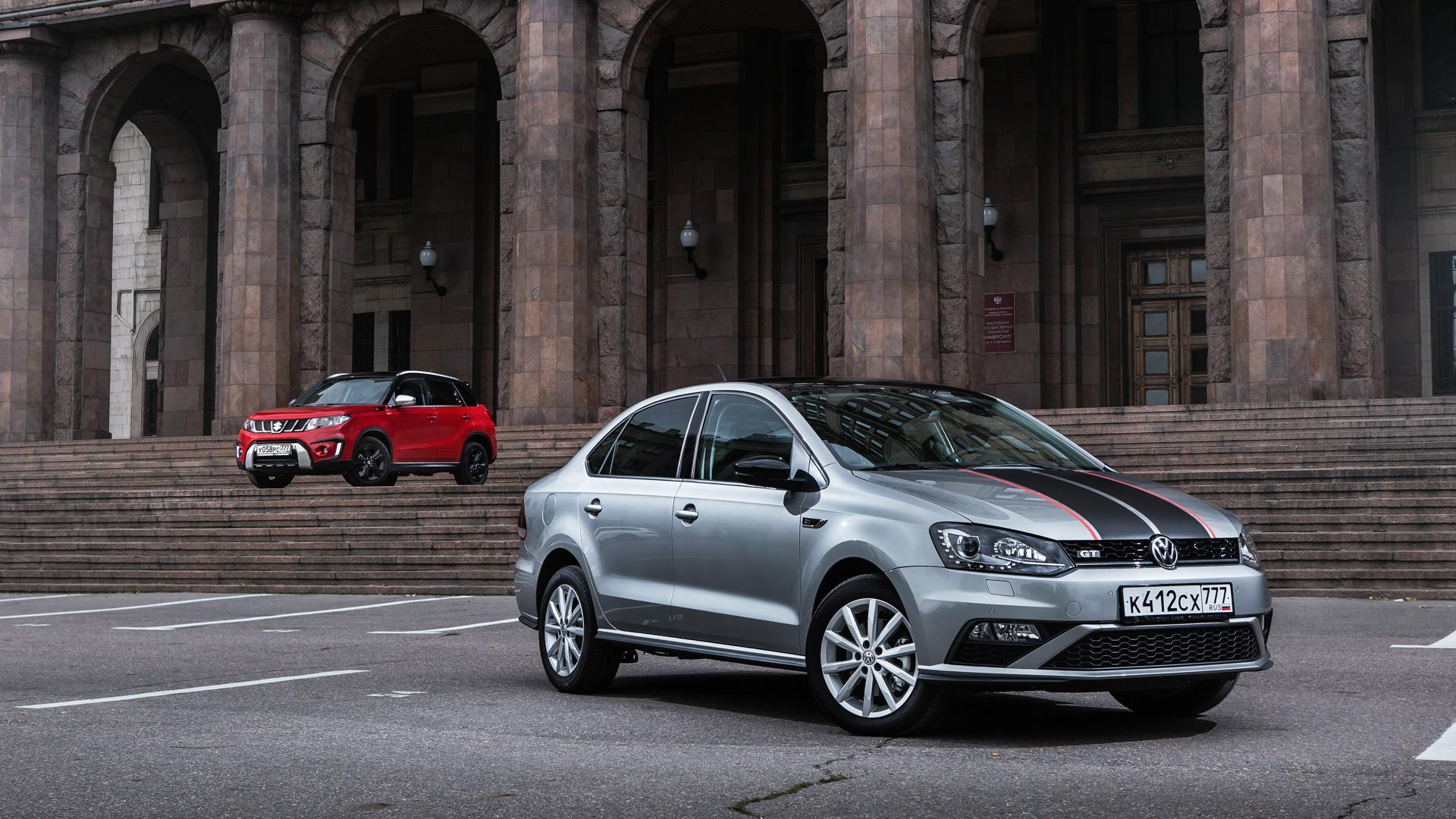 Volkswagen Polo GT с узнаваемыми полосами на капоте
