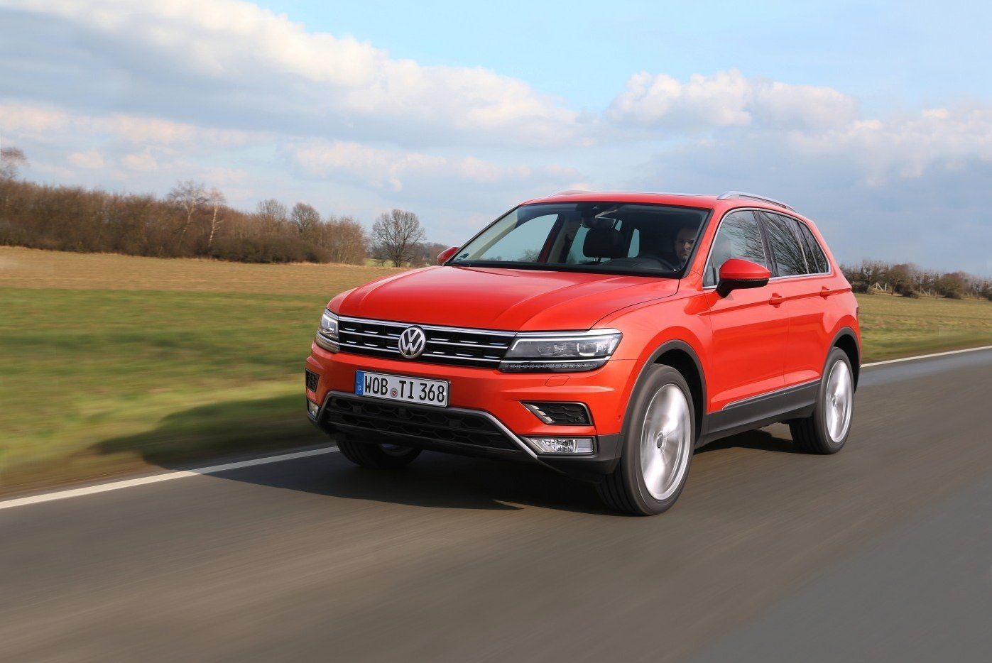 Volkswagen Tiguan 2020 (в красном цвете)