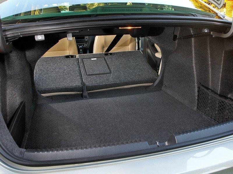 Багажник 6-й Джетты 2010 года