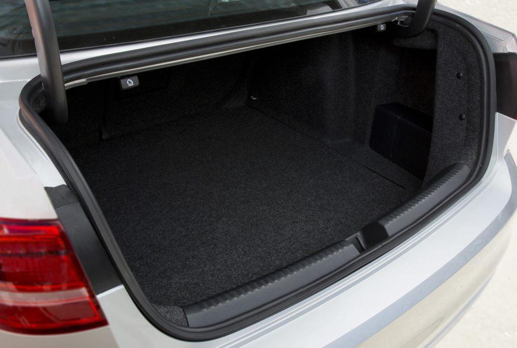 Багажник обновленной Джетта 2015