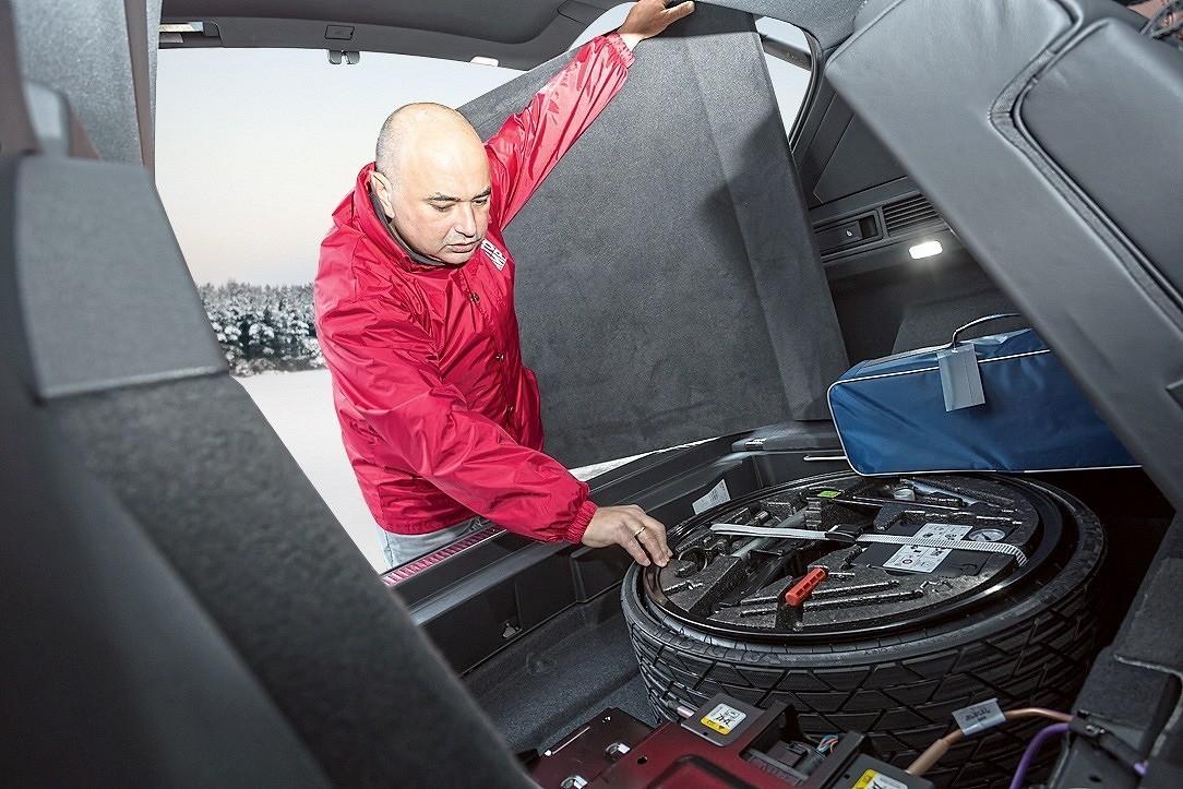 Докатка и снаряжение для ее установки в подполе багажника Touareg R-Line 2019