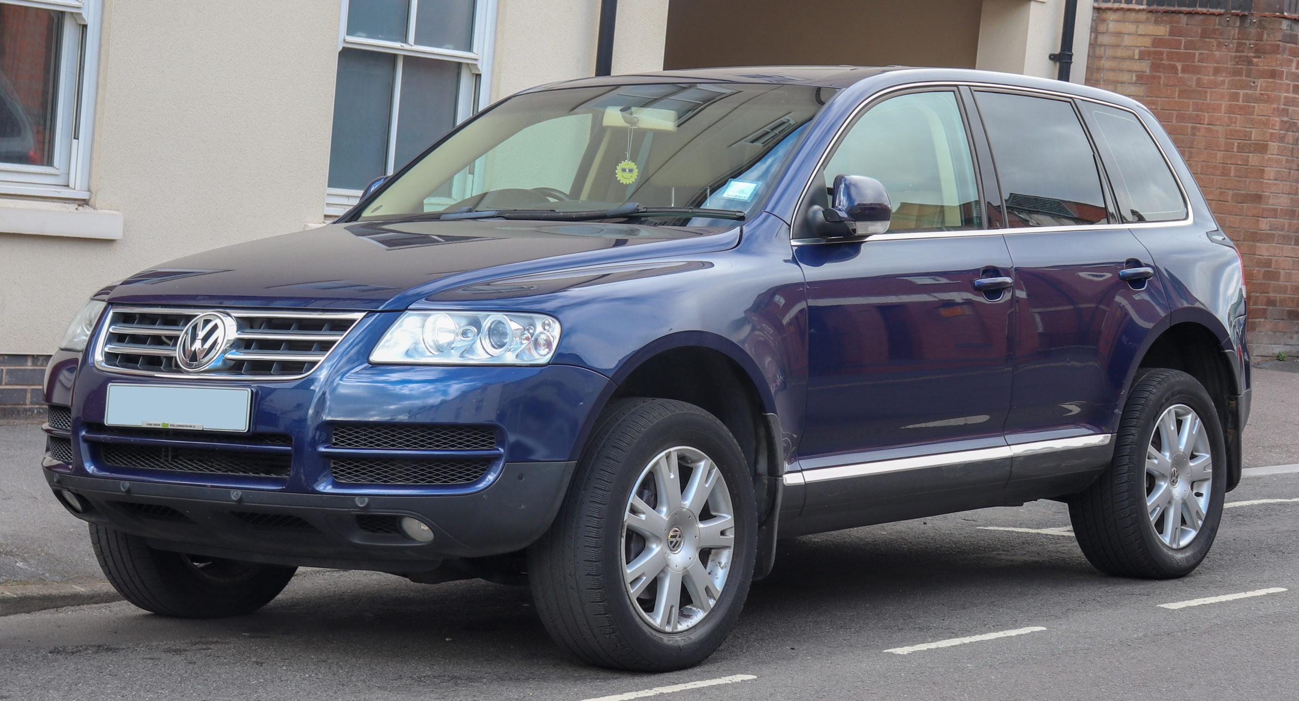 Синий Volkswagen Touareg 2005