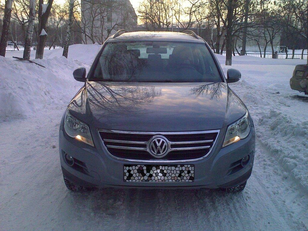 Volkswagen Tiguan 2009 (вид спереди)