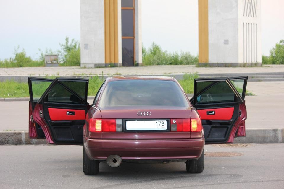 Audi 80 B4 (вид сзади)