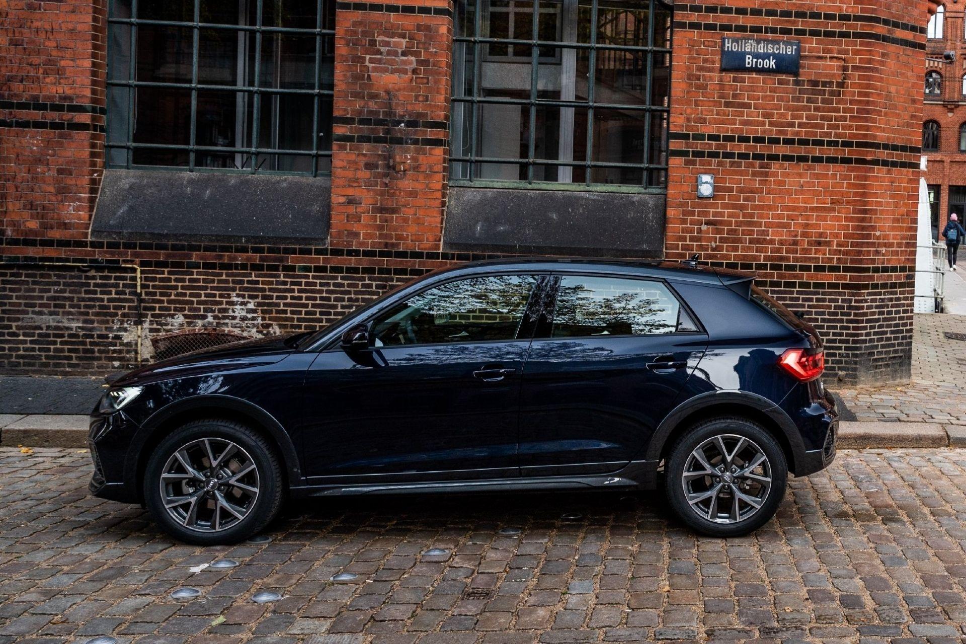 Audi A1 Citycarver 2019 года в профиль