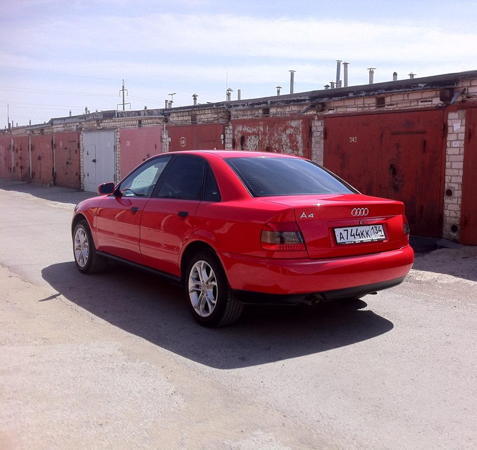 Audi A4 B5 (вид сбоку и сзади)
