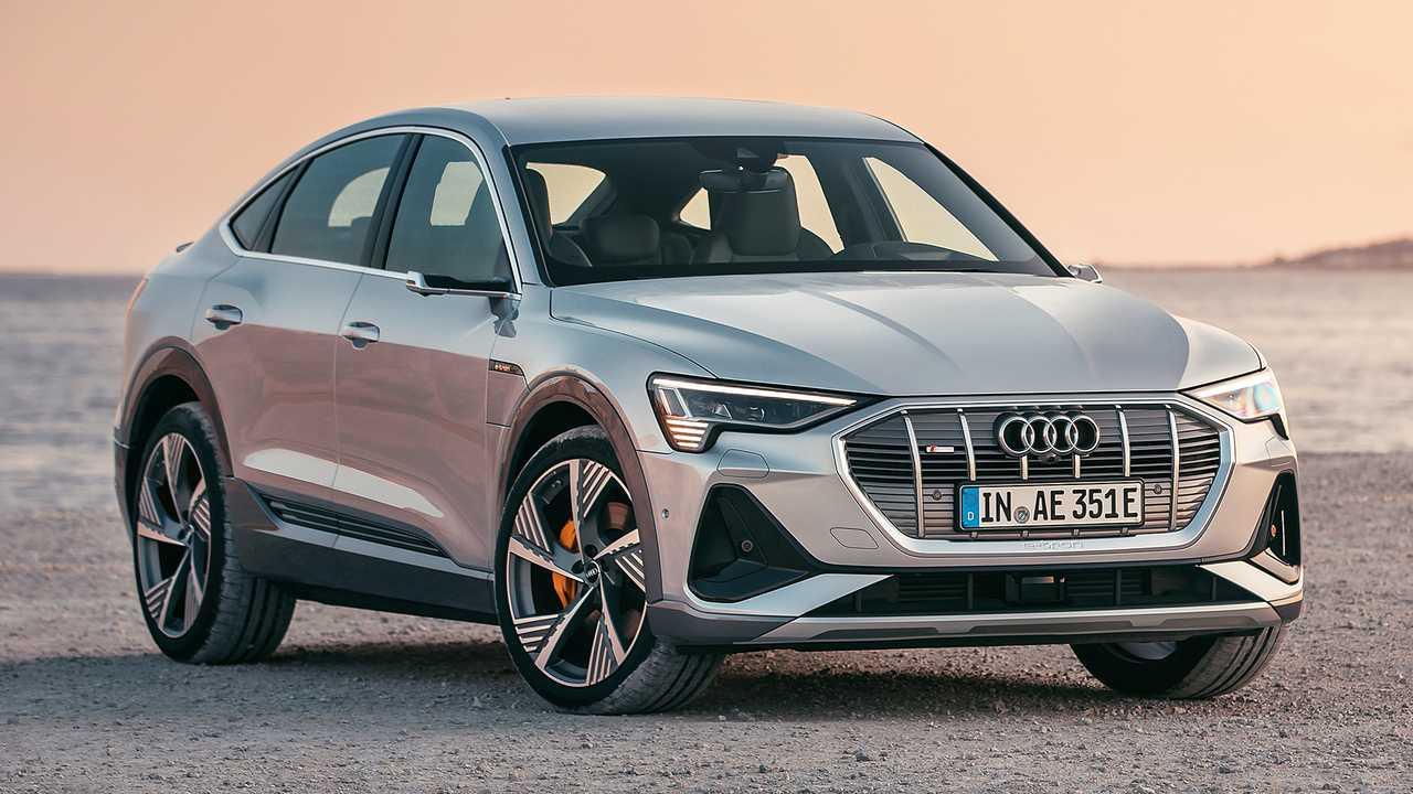 Audi E-tron (вид спереди и сбоку)