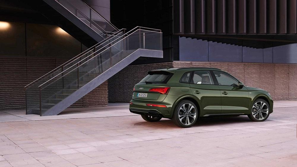 Audi Q5 2020 (вид сбоку и сзади)