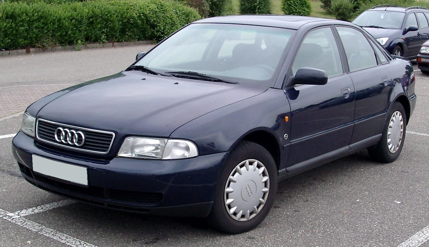 Черная Audi A4 B5
