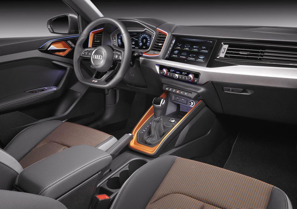 Интерьер Audi A1 Citycarver 2019