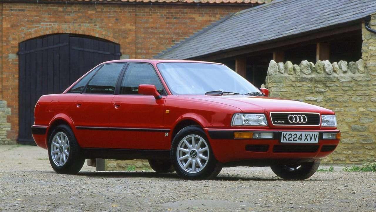 Красная Audi 80 B4