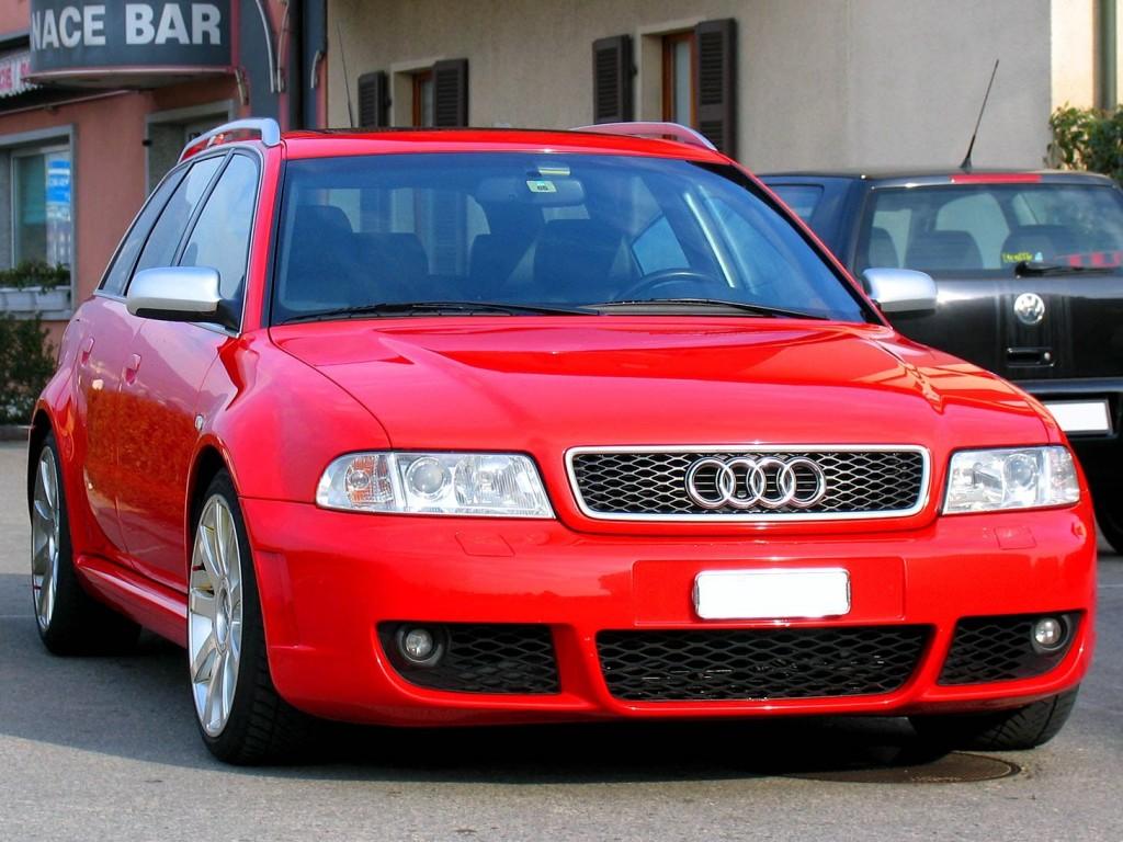 Красная Ауди A4 B5