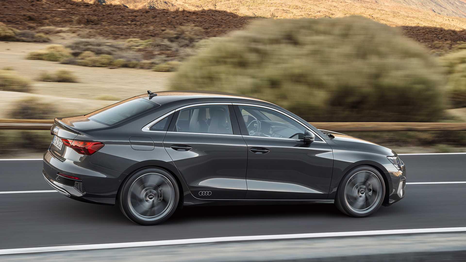 Новый седан Audi A3 2020 в профиль