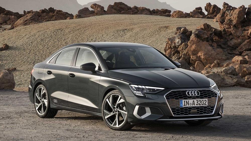 Новый седан Audi A3 2020 (вид сбоку и спереди)