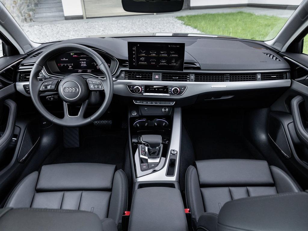 Салон Audi A4 2020