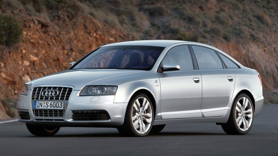 Серебристая Audi S6 C8