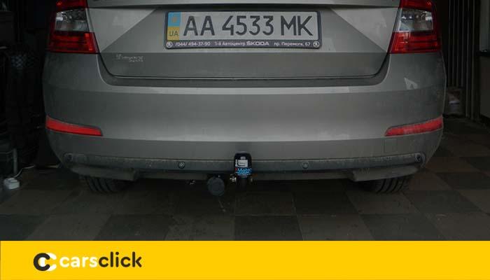 Автомобиль Шкода Октавиа А7 с фаркопом на нем