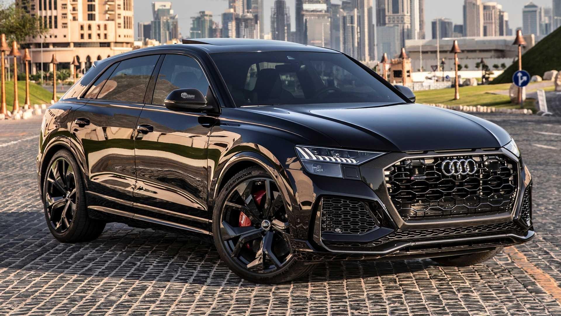 Черный Audi RS Q8