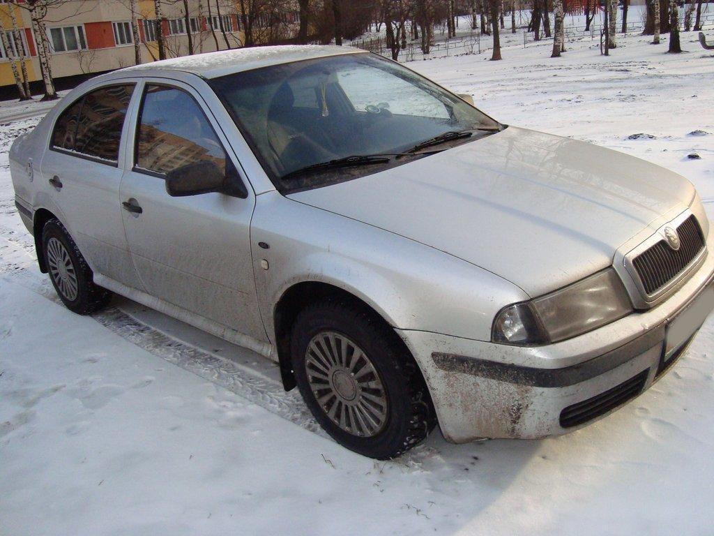Skoda Octavia 2000 (вид спереди и сбоку)