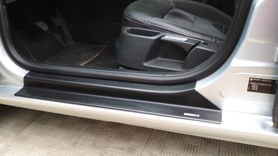 Пластиковые накладки на пороги Skoda Octavia A5