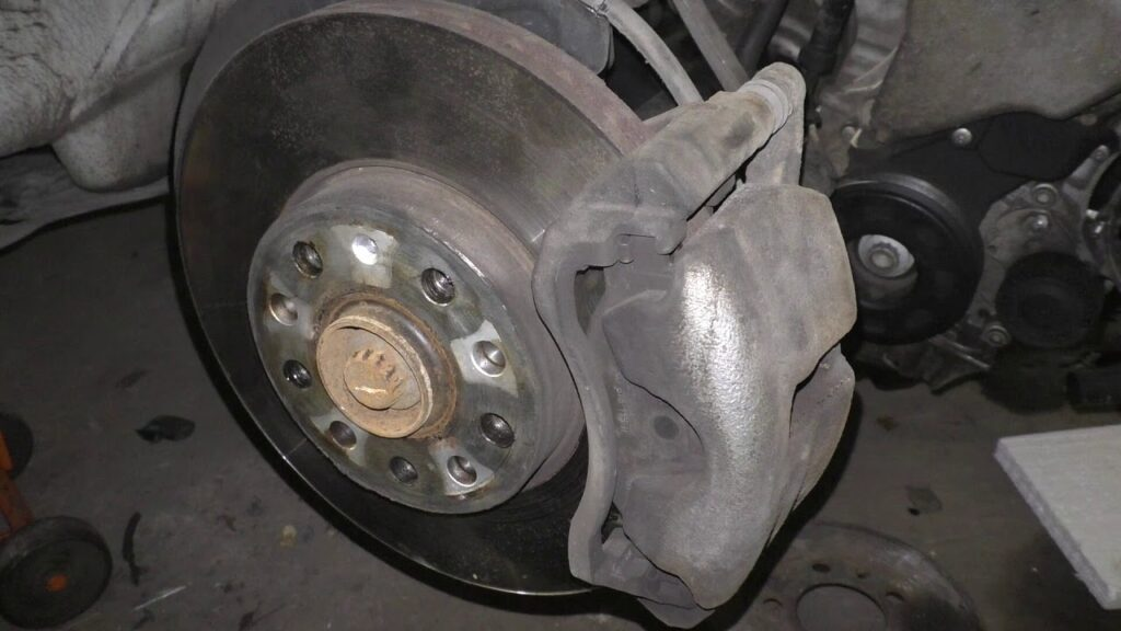 Замена передних тормозных дисков в Шкода Октавия А7