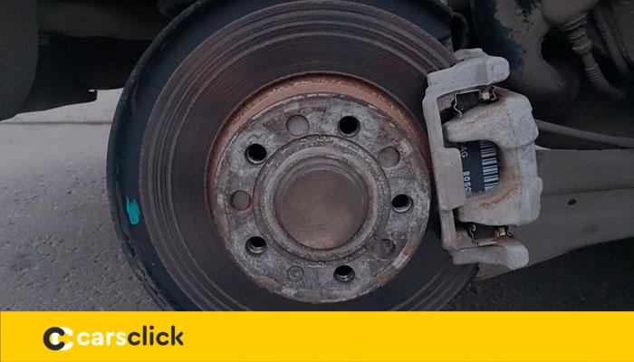 Замена задних и передних тормозных дисков в Шкода Октавия А7