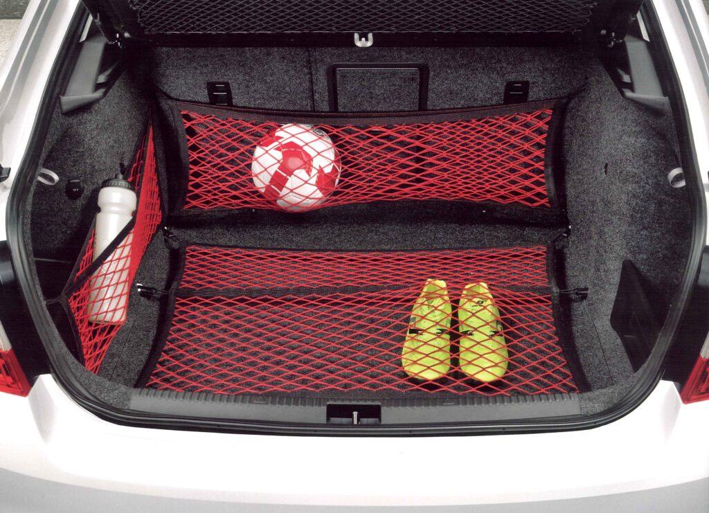 Красные сетки в багажник Шкода Октавия А7