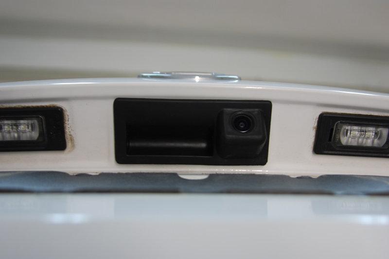Расположение камеры заднего вида в Шкода Октавия А7