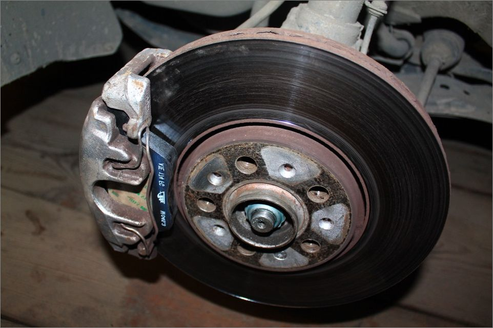 Тормозные колодки VAG на автомобиле Шкода Октавия А7